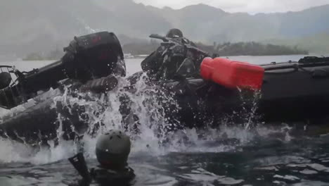 Navy-Seals-Train-On-Rubber-Zodiac-Watercraft-While-A-Helicopter-Performs-A-Helicasting-Maneuver-1