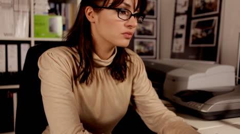 Woman-Secretary-00