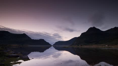 Lofoten-Lake-Reflection-01