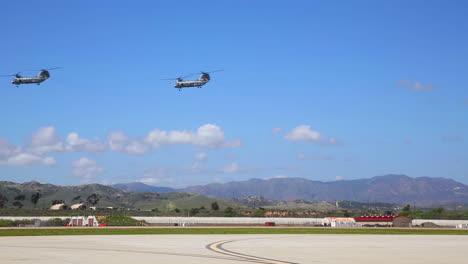 Un-Escuadrón-De-Caballeros-Del-Mar-Ch46-Vuelan-En-Formación-Sobre-San-Diego-California