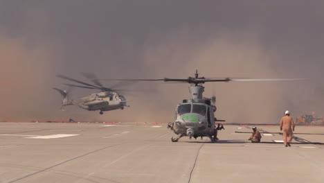 Helicópteros-Del-Campamento-Pendleton-California-Ayudan-A-Combatir-Los-Incendios-Forestales-De-San-Diego