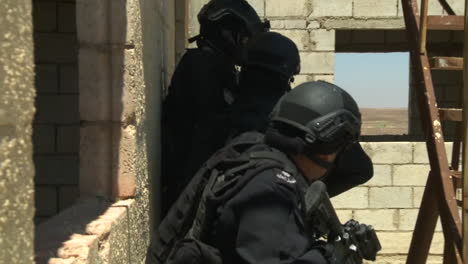 Jordanian-Special-Forces-Invade-A-Simulated-Terrorist-Target-By-Helicopter-1