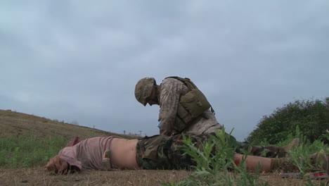 Los-Infantes-De-Marina-Y-Los-Marineros-Están-Capacitados-En-Habilidades-Para-Salvar-Vidas-1