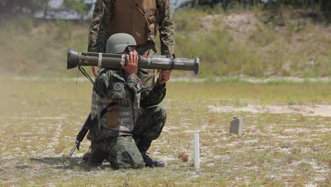 Marines-And-Army-Soldiers-Learn-To-Fire-Shoulder-Fired-Weapons-2