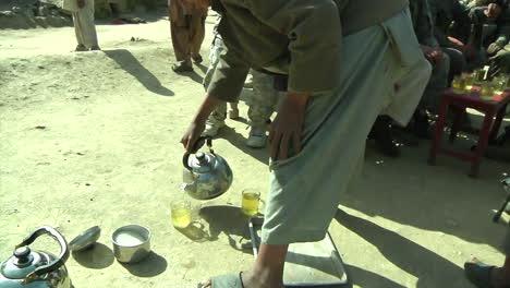 Las-Tropas-Estadounidenses-Caminan-A-Través-De-Una-Aldea-De-Patrulla-En-La-Región-Del-Valle-De-Tantil-En-Konar-Afganistán-2