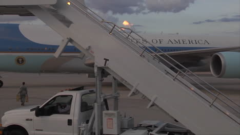 The-Boarding-Ramp-Is-Brought-Up-To-Air-Force-One-And-President-Obama-And-Harry-Reid-Emerge