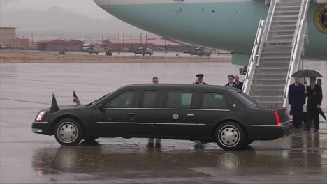 President-Obama-Arrives-At-Airforce-One-In-A-Motorcade-On-A-Rainy-Day-1