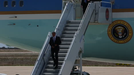 President-Obama-Exits-Air-Force-One