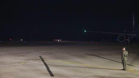El-Vicepresidente-Joe-Biden-Aterriza-En-Air-Force-One-Por-La-Noche-