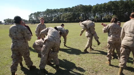Female-Soldiers-In-Basic-Training-Do-Exercises-On-An-Outdoor-Field-2