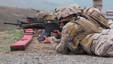 Soldiers-Practice-Firing-Their-Weapons-On-The-Battlefield-2