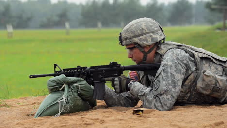 Soldiers-Fire-The-M4-Carbine-Rifle-On-A-Simulated-Battlefield