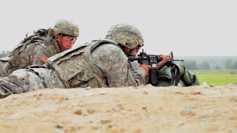 Soldiers-Fire-The-M4-Carbine-Rifle-On-A-Simulated-Battlefield-1
