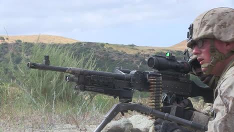 Us-Marines-Practice-Firing-Machine-Guns-In-Battlefield-Exercises-11