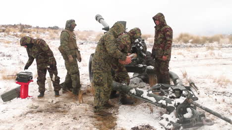 Us-Marines-Fire-Artillery-In-The-Snow-In-A-Winter-Exercise