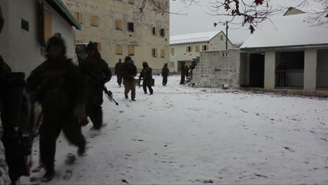 Us-Marines-Commandos-Move-In-The-Snow-In-A-Winter-Exercise