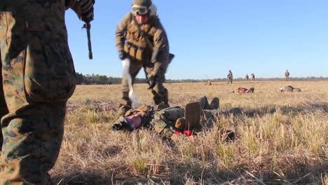 Los-Heridos-Estadounidenses-Se-Someten-A-Transporte-A-Un-Hospital-De-Campaña-En-Helicóptero-Durante-La-Batalla-Simulada-2