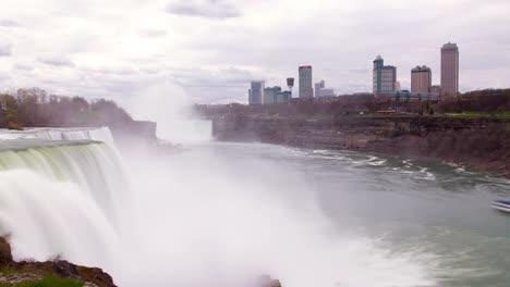 Niagara-Falls-Cloudy-00