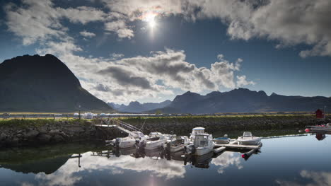 Norway-Amazing-Boat-Reflect-00