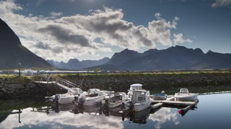 Norway-Amazing-Boat-Reflect-01