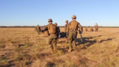 Los-Heridos-Estadounidenses-Son-Transportados-En-Helicóptero-A-Un-Hospital-De-Campaña-Durante-La-Batalla-Simulada-4