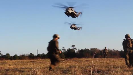 Los-Heridos-Estadounidenses-Son-Transportados-En-Helicóptero-A-Un-Hospital-De-Campaña-Durante-La-Batalla-Simulada-5