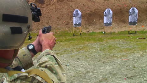 Soldiers-Practice-Firing-Their-Weapons-On-The-Firing-Range-At-Muslim-Targets-2