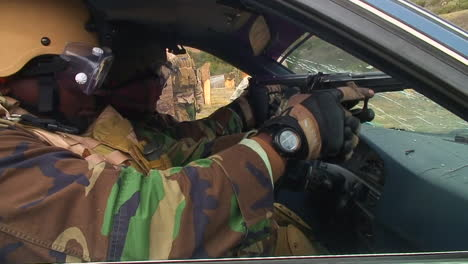 Police-And-Army-Officials-Are-Taught-How-To-Fire-Through-The-Windshield-Of-A-Car-At-A-Potential-Criminal-1