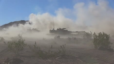 Us-Army-Tanks-Fire-In-The-Desert-1