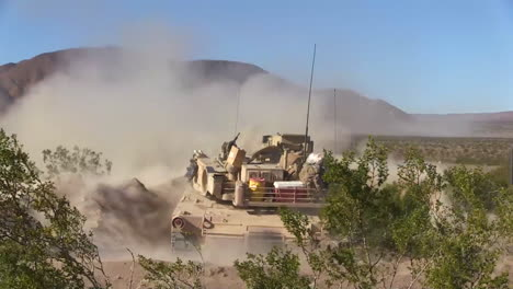 Us-Army-Tanks-Fire-In-The-Desert-2