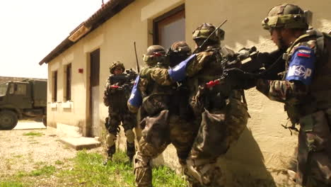 The-Army-Of-Slovenia-Engages-In-A-Commando-Urban-Assault-Exercise-6