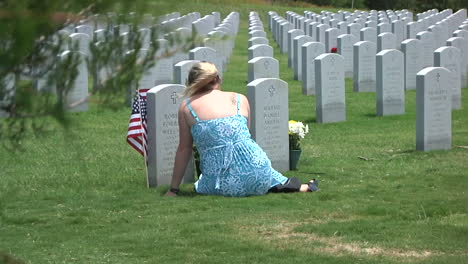Soldados-Honran-A-Los-Muertos-En-Un-Cementerio-En-Dallas-Ft-Worth-Texas-5