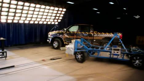 La-Junta-Nacional-De-Seguridad-En-El-Transporte-Por-Carretera-Prueba-De-Choque-Una-Camioneta-Dodge-Ram-2014
