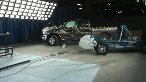 La-Junta-Nacional-De-Seguridad-En-El-Transporte-Por-Carretera-Prueba-De-Choque-Una-Camioneta-Dodge-Ram-2014-1