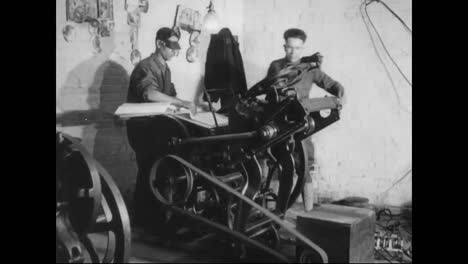 Men-Operate-A-Printing-Press-And-Do-Laundry-In-1918