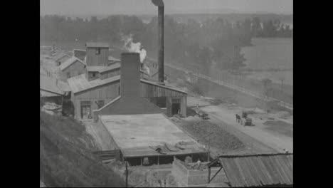 Primeras-Escenas-De-La-América-Industrial-Alrededor-De-1918