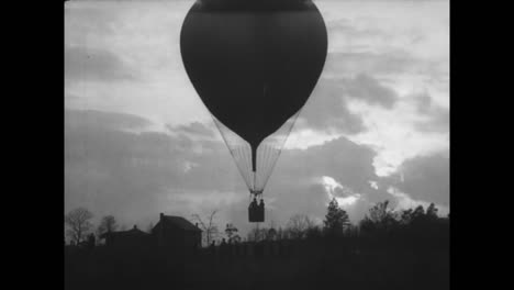 Good-Shots-Of-Us-Army-Hot-Air-Balloon-Flight-In-1918