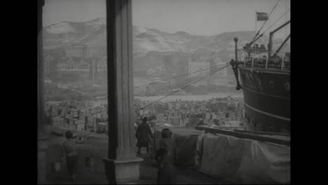 Un-Barco-De-La-Marina-Estadounidense-Zarpa-De-Vladivostok-Siberia-Rusia-En-1918-1