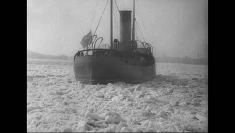 The-Us-Navy-Cuts-Through-Thick-Ice-In-Winter