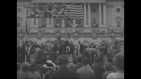 Präsident-Calvin-Coolidge-Gibt-Dem-Piloten-Charles-Lindbergh-s-Nach-Seinem-Historischen-Flug-Von-1927-Das-Angesehene-Kreuz-1