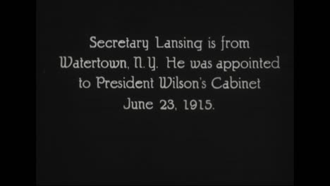 Se-Perfilan-Funcionarios-Prominentes-En-La-Administración-Del-Presidente-Woodrow-Wilson-De-1917-A-1921-Incluido-El-Secretario-De-Estado-Robert-Lansing-Y-El-Secretario-De-Marina-Joseph-Daniels