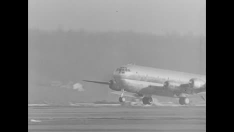 El-Avión-De-Transporte-De-Tropas-C97-Se-Introduce-En-1945-1