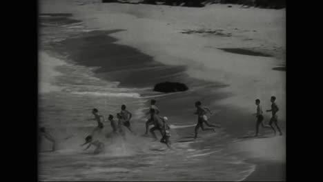 Los-Turistas-Acuden-En-Masa-A-Hawaii-En-1941-Para-Practicar-Surf-Y-Divertirse-Justo-Antes-Del-Bombardeo-De-Pearl-Harbor