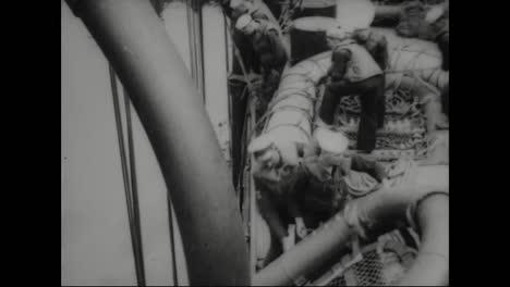 Los-Marineros-Se-Someten-A-Un-Simulacro-De-Bote-Salvavidas-En-1918