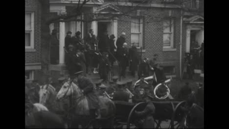 El-Cuerpo-Del-Almirante-Robert-Peary-Es-Transportado-Por-Las-Calles-De-Washington-Dc-En-1920