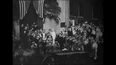 El-Cuerpo-Del-Almirante-Robert-Peary-Es-Transportado-Por-Las-Calles-De-Washington-Dc-En-1920-1