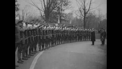 General-Summerall-Erhält-Einen-Letzten-Gruß-Bei-Ft-Meyer-Bei-Seiner-Pensionierung-Als-Stabschef-Im-Jahr-1930