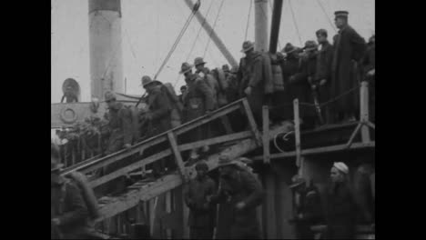 American-Soldiers-Disembark-From-Ships-To-Fight-In-Europe-During-World-War-One