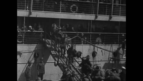 American-Soldiers-Disembark-From-Ships-To-Fight-In-Europe-During-World-War-One-2