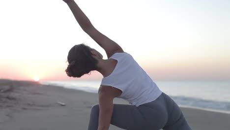 Señora-Haciendo-Yoga-Estira-28